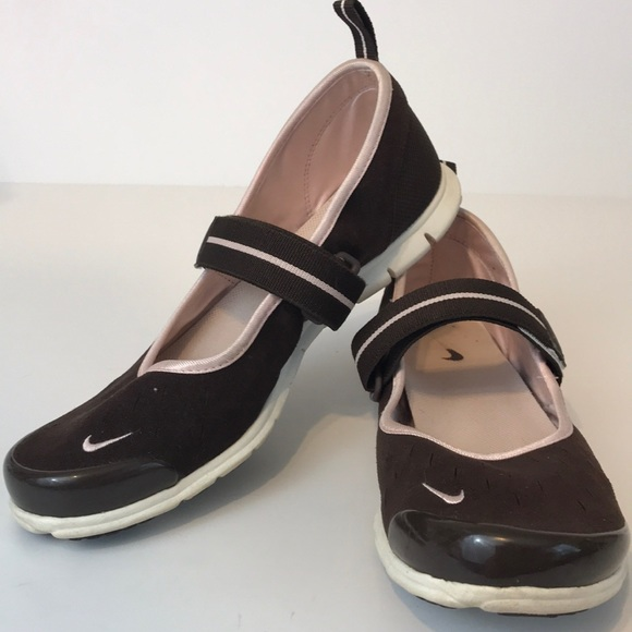 online store 1b010 bb47c Nike Free   Mary Jane s   Chocolate   Pink   7.5. M 5bd36149de6f6201e613da4b